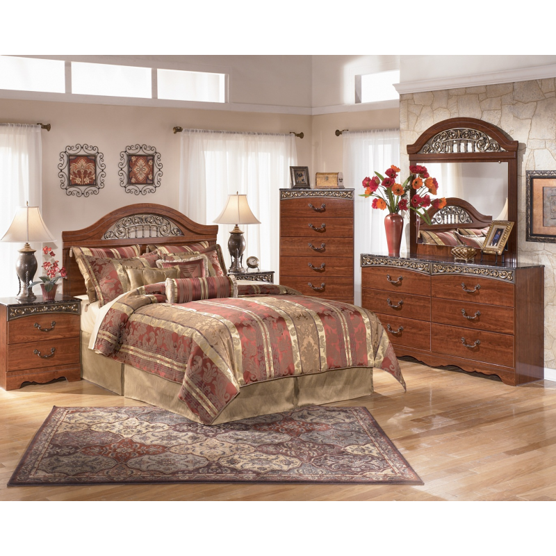 Fairbrooks Estate 4pc Panel Bedroom Set